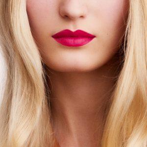 rouge-hermes-matte-lipstick-rose-indien-60001MV070-worn-8-0-0-1700-1700-q99_b.jpg