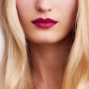 rouge-hermes-matte-lipstick-rose-velours-60001MV078-worn-8-0-0-1700-1700-q99_b.jpg
