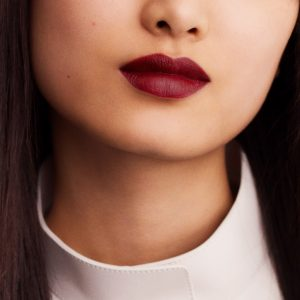 rouge-hermes-matte-lipstick-rouge-h-60001MV085-worn-6-0-0-1700-1700-q99_b.jpg