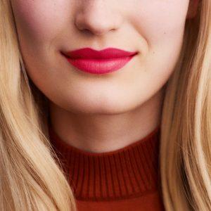 rouge-hermes-satin-lipstick-rose-mexique-60001SV042-worn-9-0-0-1700-1700-q99_b.jpg