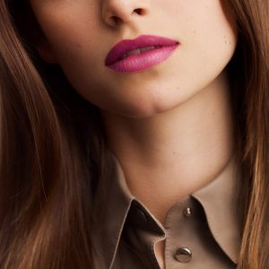 rouge-hermes-satin-lipstick-rose-zinzolin-60001SV050-worn-5-0-0-1700-1700-q99_b.jpg
