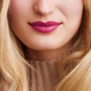 rouge-hermes-satin-lipstick-rose-zinzolin-60001SV050-worn-8-0-0-1700-1700-q99_b.jpg