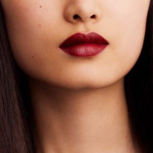rouge-hermes-satin-lipstick-rouge-h-60001SV085-worn-6-0-0-1700-1700-q99_b.jpg