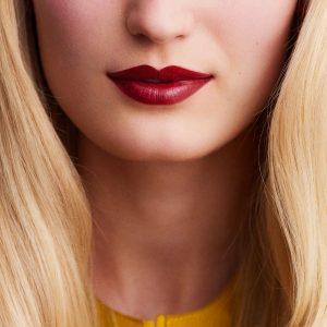 rouge-hermes-satin-lipstick-rouge-h-60001SV085-worn-9-0-0-1700-1700-q99_b.jpg