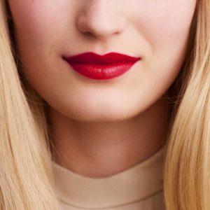 rouge-hermes-satin-lipstick-rouge-piment-60001SV066-worn-9-0-0-1700-1700-q99_b.jpg